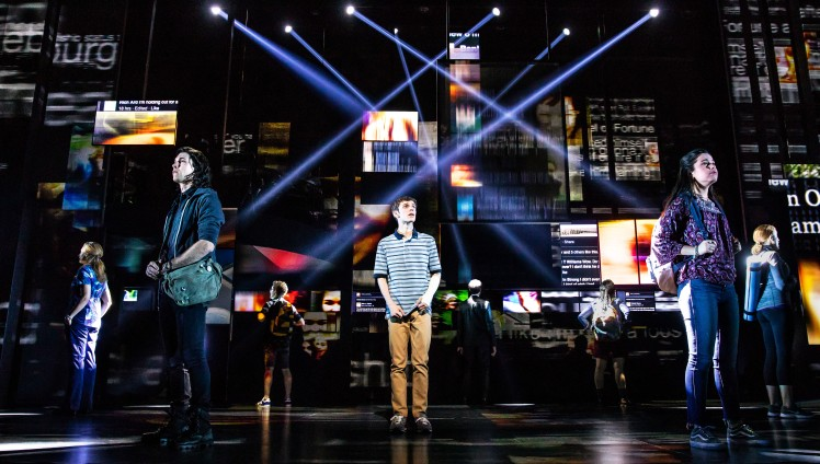 1_-_Ben_Levi_Ross_as_Evan_Hansen_and_the_Company_of_the_First_North_American_Tour_of_Dear_Evan_Hansen._Photo_by_Matthew_Murphy._2018