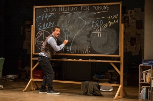 03_0051_John_Leguizamo_in_LATIN_HISTORY_FOR_MORONS_Photo_by_Matthew_Murphy_2017